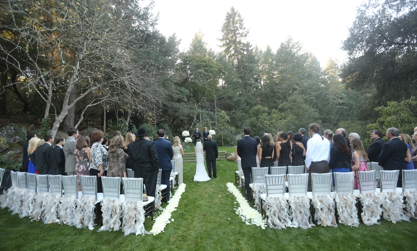 napa outdoor weedding in grassy field with white petal lined aisle