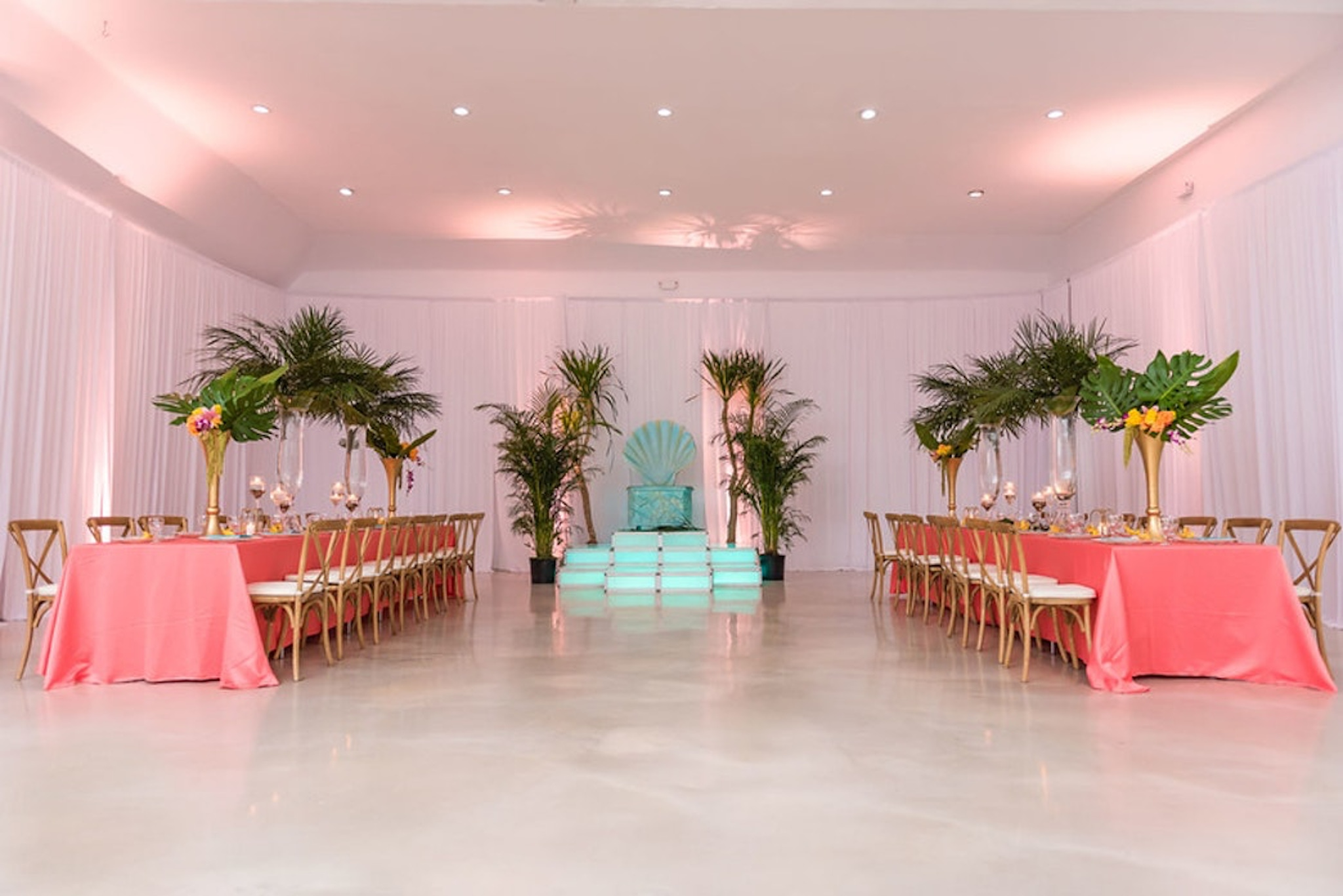 J Loft venue with pink table scapes and greenery