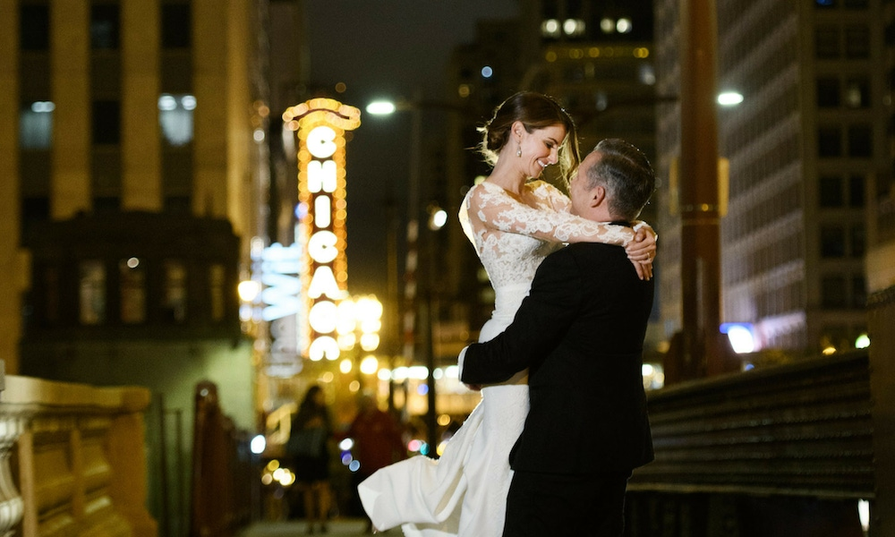Couple kissing in front of Chicago sign