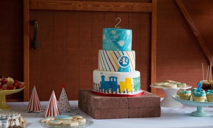 train-themed kid's birthday party idea - cake