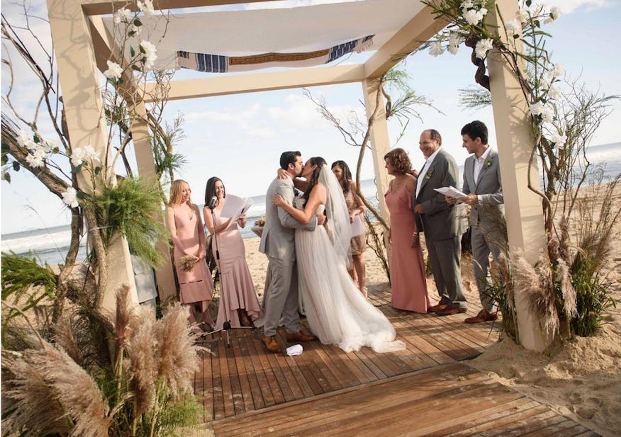 beachfront chuppah wedding in hamptons