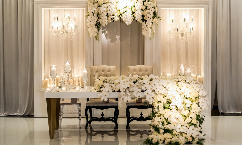 white floral garland table decor