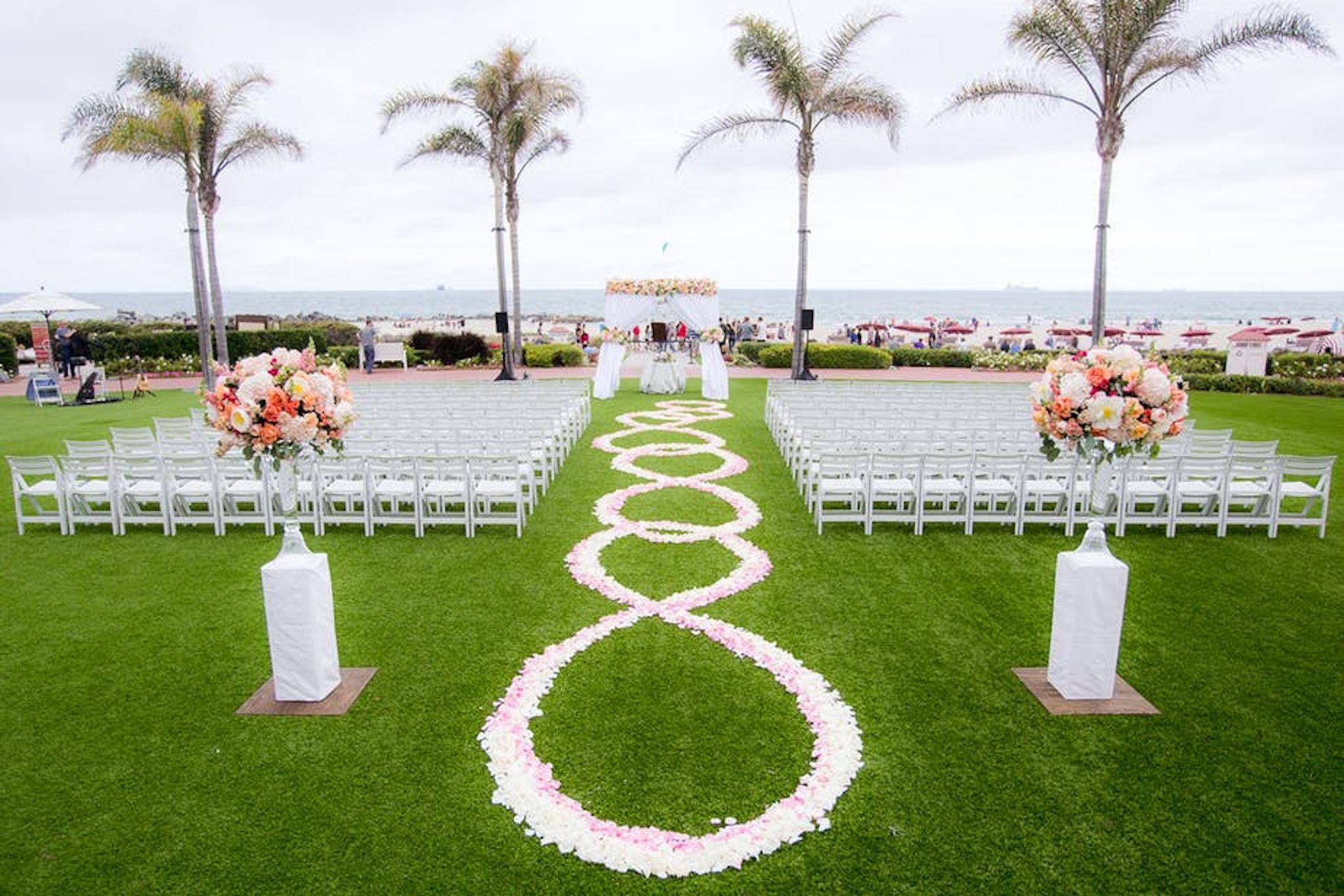 Hotel Del Coronado by Hilton San Diego lawn