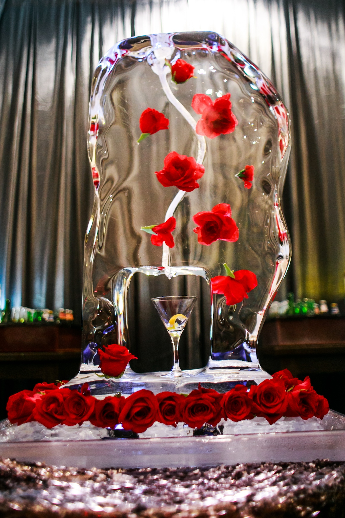 Ice sculpture cocktail cooler