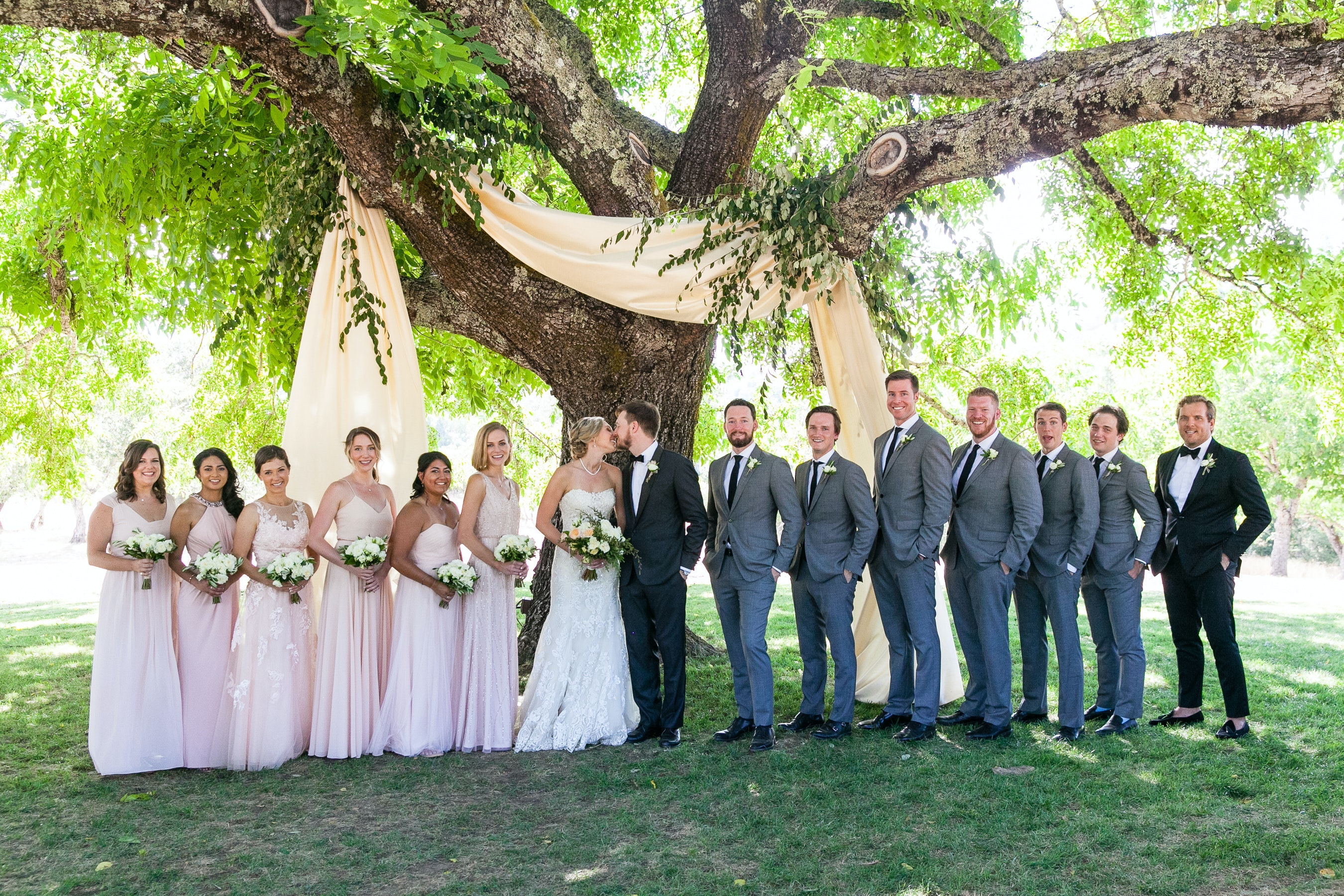 16 Rustic Wedding Ideas to Make Your Country-Chic Dreams Come True -  PartySlate