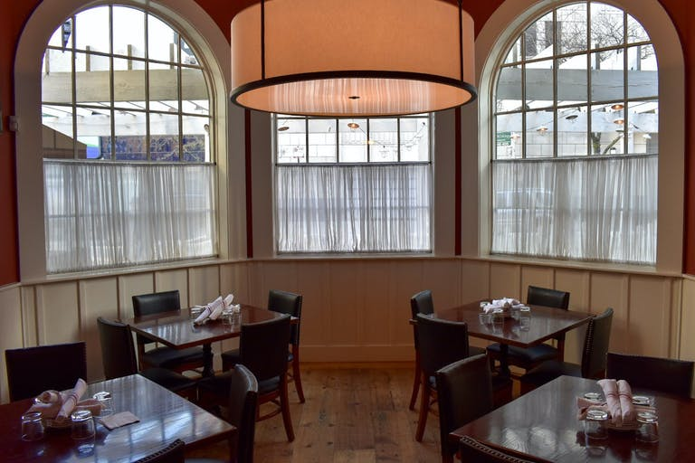 Private dining space with Savannah style and southern barbecue at Chicago | PartySlate