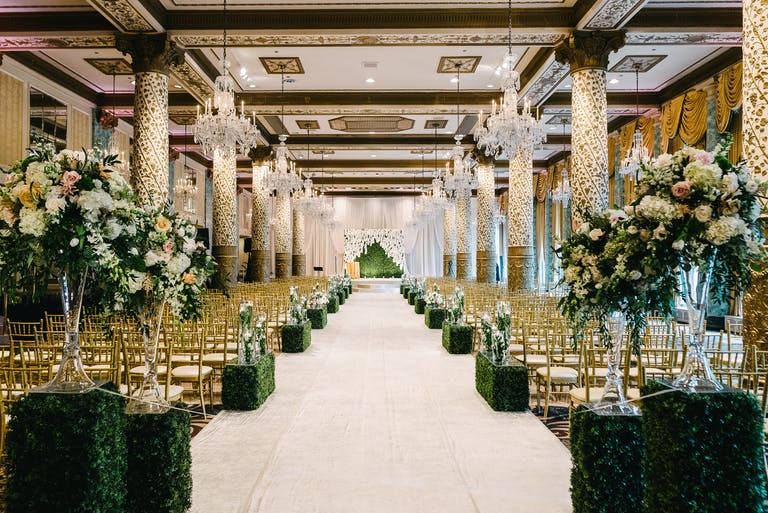 Stunning Summer Wedding With Boxwood Wedding Aisle Décor