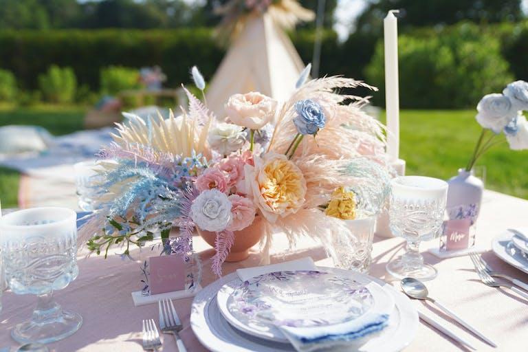 Boho tie-dye inspired floral arrangement 2021 trend   PartySlate