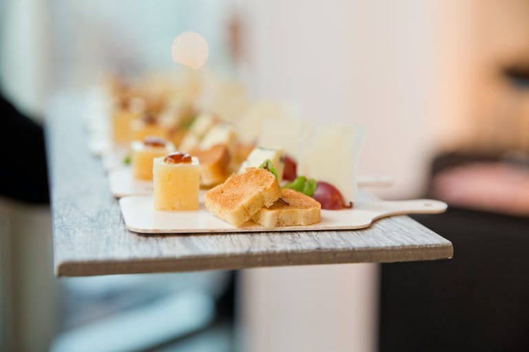 2021 Trends serving appetizer on a mini tray | PartySlate