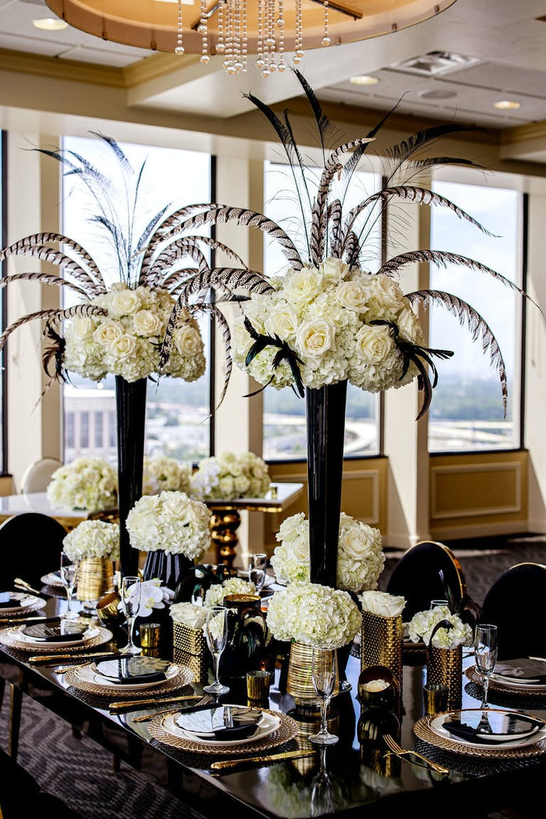 Gatsby-Themed Tablescapes with Black and White Wedding Décor | PartySlate
