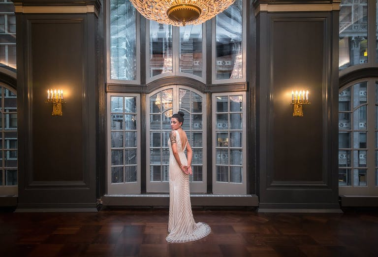 Chicago Great Gatsby theme wedding bride photograph | PartySlate