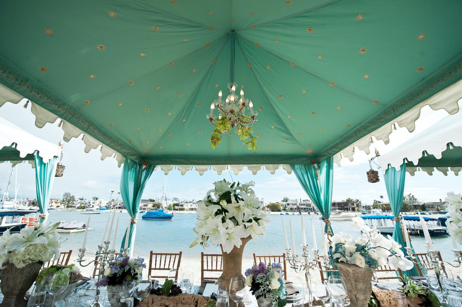 Beach Dinner, One of PartySlate's Favorite 40th-Birthday Party Ideas | PartySlate