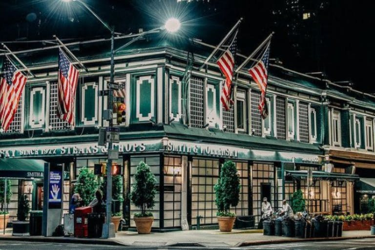 Street Corner View of Smith & Wollensky in Miami Beach | PartySlate