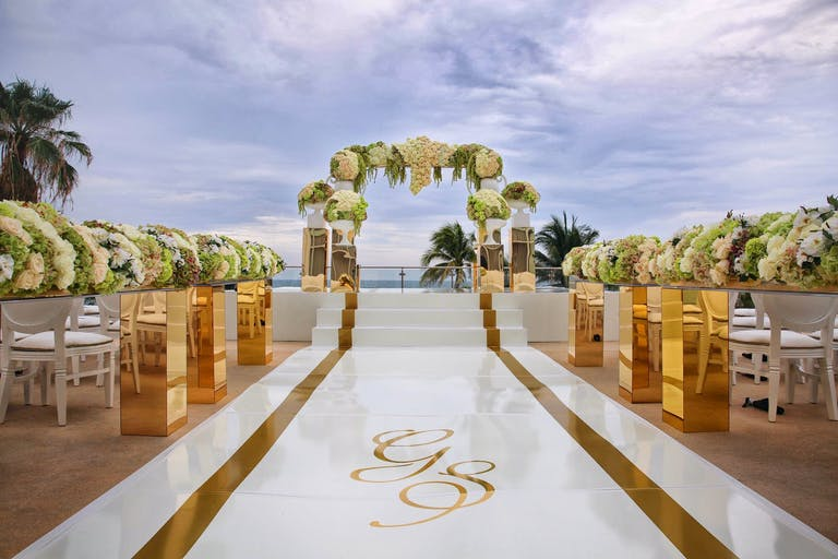 OCEANFRONT WEDDING AT FONTAINEBLEAU MIAMI BEACH IN MIAMI BEACH, FL | Partyslate