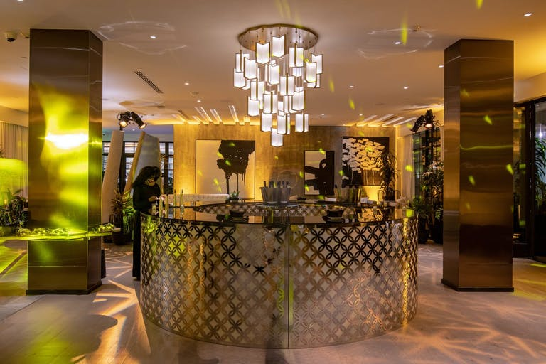 New Year's Eve party with glam, Hollywood-style gold bar in The Living Room and Backyard at Kimpton La Peer Hotel | PartySlate